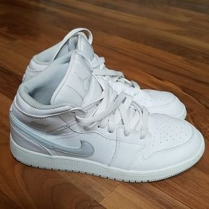 Air Jordan 1 Mid platinum white sz 6.5 youth Bin12